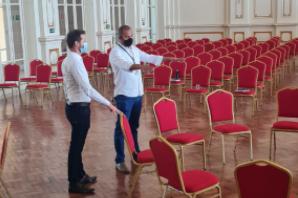 O secretário de Turismo de Poços de Caldas, Ricardo Fonseca, e o diretor-executivo da ABET, Dener Fonseca, visitam o Palace Casino, local em que acontecerá o Seminário Visão de Futuro.