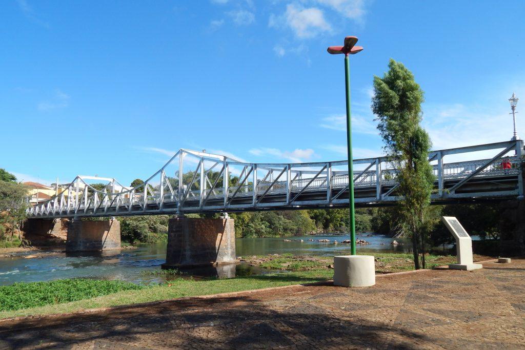 Na foto, vista da ponte Euclides da Cunha, cartão-postal de São José Do Rio Pardo.
